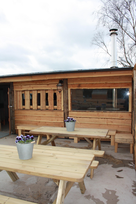 Theehuis de Bonte Belevenis biedt plaats aan circa 50 mensen voor een kop koffie, een hapje en een drankje en een gezellige ontmoetingsplek voor jong en oud!