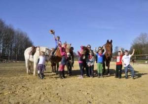 Pony_rijden_kinderfeest1